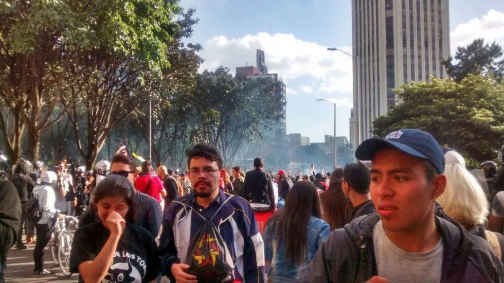 Más de 1.200 policías resguardan la Plaza Santamaría, la seguridad de las personas que ingresan al espectáculo y resguardando la seguridad de los manifestantes, pero esto no puede prestarse para que ataquen a funcionarios públicos.