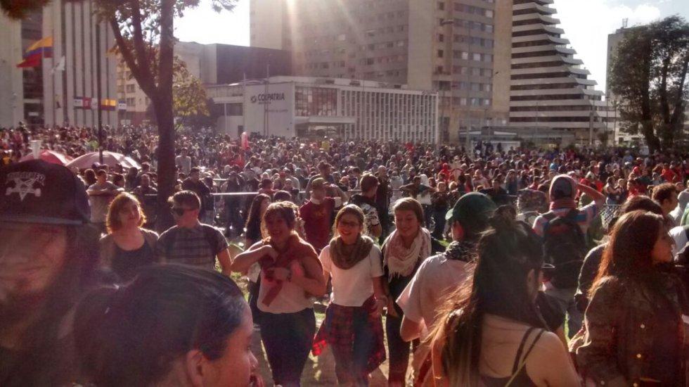 Un grupo de antitaurinos generaron una protesta que terminó en enfrentamientos con la Policía y con funcionarios de la Alcaldía de Bogotá.