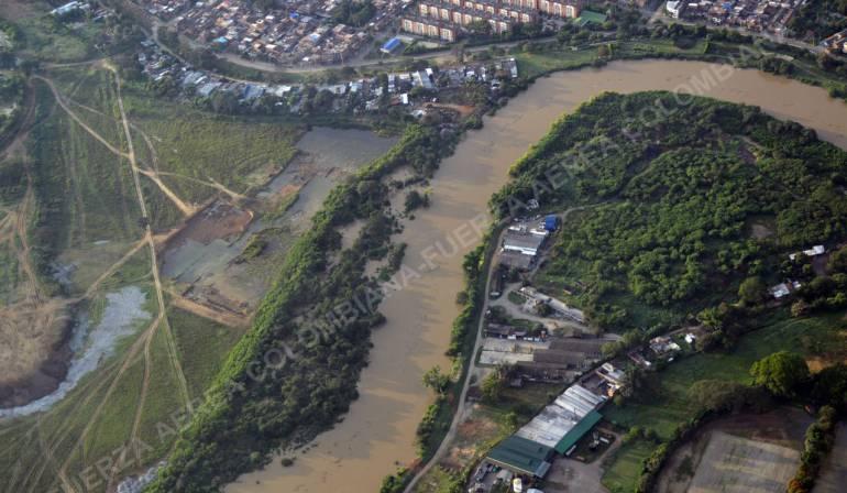 Fuerza Aérea realiza rescate de más de 3.000 damnificados en el río Cauca