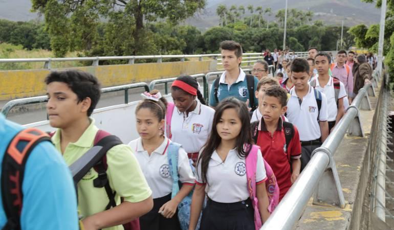 Paso por el puente internacional Francisco de Paula Santander.