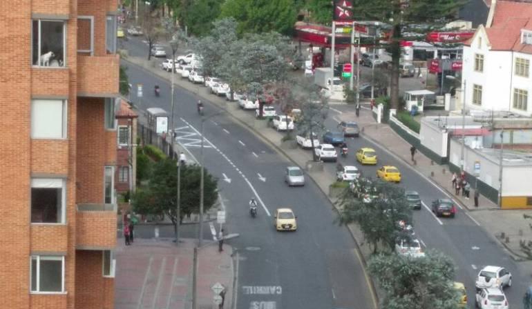 Protesta de vehículos de servicio especial en Bogotá: Decenas de vehículos de transporte especial adelantan plan tortuga en la carrera 7ma