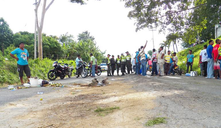Bloqueo vías, Electricaribe.: Habitantes de zona costera en Córdoba bloquean vías por fallas en energía eléctrica