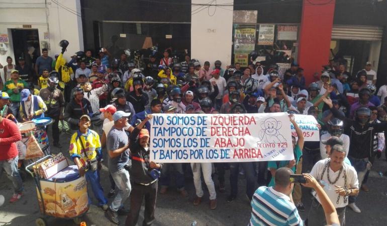 Moto taxistas: Protesta de moto taxistas en Sincelejo por restricciones al parrillero hombre