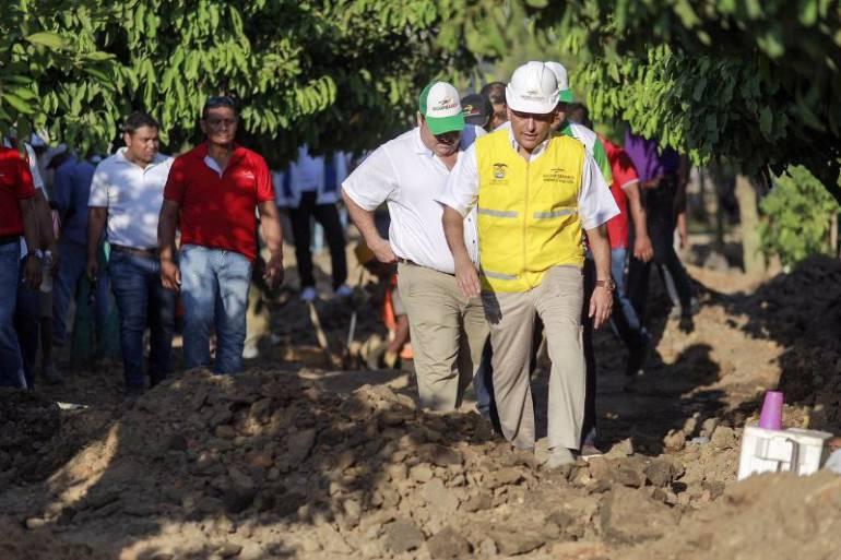 Gobernador Turbay realizó recorrido de inspección de obras en ... - Caracol Radio