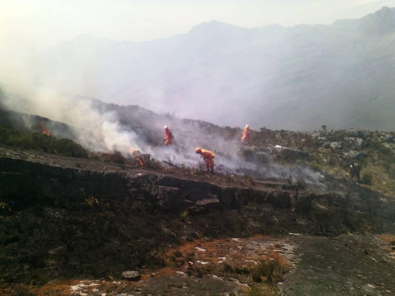 Piden apoyo aéreo para controlar incendio en zona de páramo en Chita, Boyacá: Piden apoyo aéreo para controlar incendio en zona de páramo en Chita, Boyacá