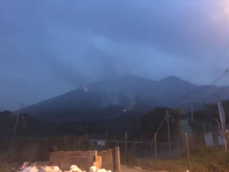 A manos criminales atribuyen el incendio del cerro Quitasol, en Bello