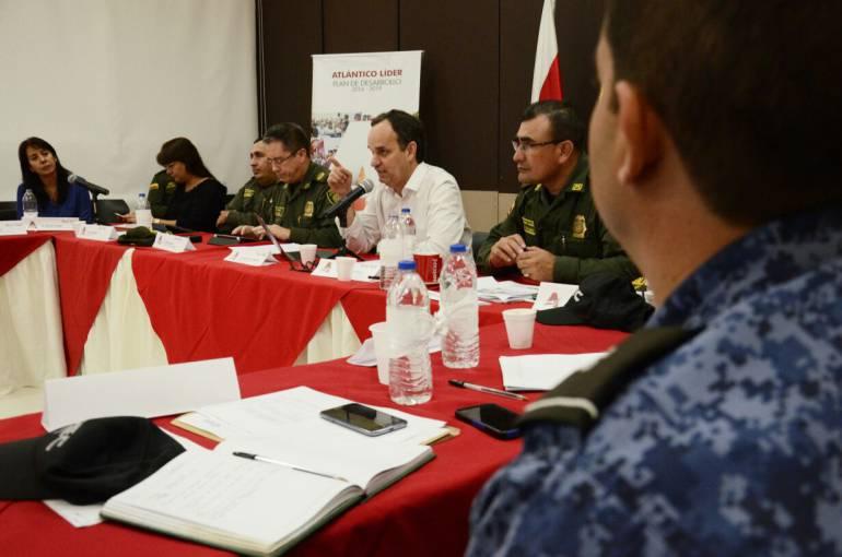 Secretario del Interior Guillermo Polo y autoridades de Policía.