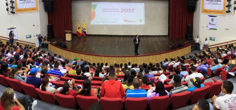 Mil jóvenes podrán estudiar gratis en la UTP
