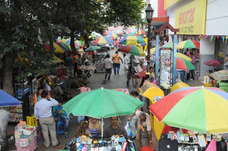 Se dispararon las ventas de sombrillas en Bucaramanga debido al calor: Fuerte calor disparó la venta de sombrillas en Bucaramanga