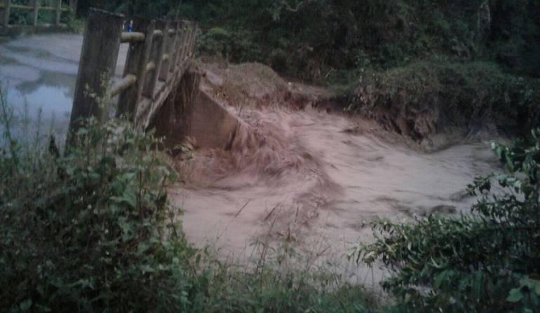 Tres personas desaparecidas por el desbordamiento de un río en Gachetá - Caracol Radio