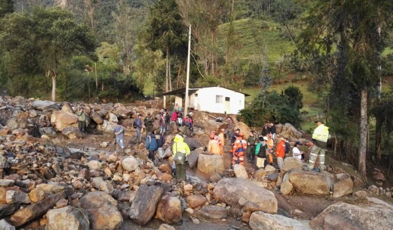 Hallan uno de los tres cuerpos desaparecidos tras avalancha en Gachetá