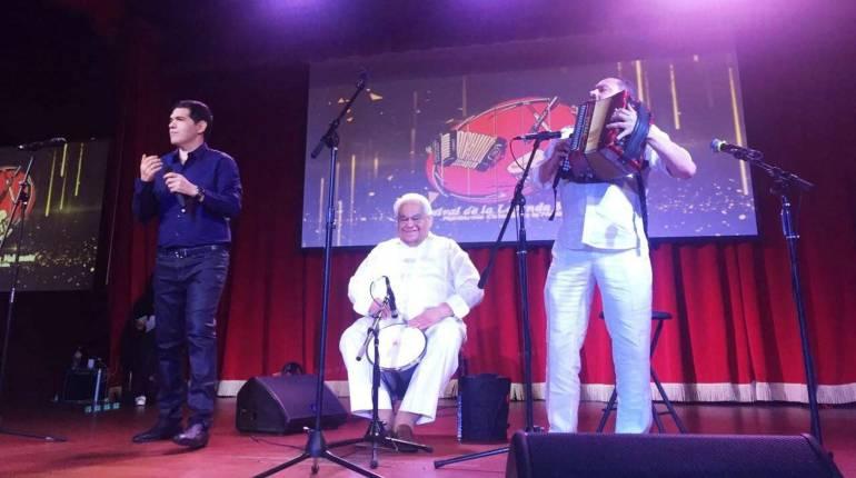 El cantante Peter Manjarrés, Gonzalo 'El Cocha' Molina y el cajero Pablo López