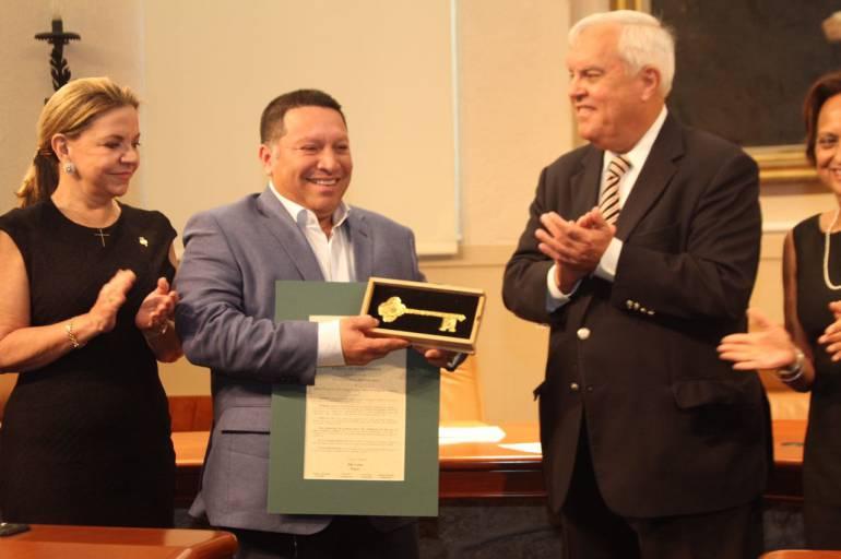 """""""Reactivamos hermandad con Coral Gables"""": Alcalde Manolo Duque: """"Reactivamos hermandad con Coral Gables"""": Alcalde Manolo Duque"""