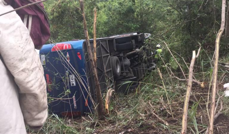 Un muerto y 12 heridos deja accidente en vía de Cundinamarca