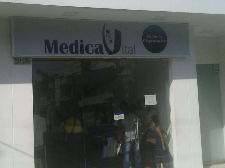 Oyentes de Caracol Radio denuncian que en este local no les entregan los medicamentos a tiempo.
