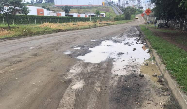 Vía de expofuturo: Sin presupuesto para reparar la vía aledaña al Centro de Convenciones