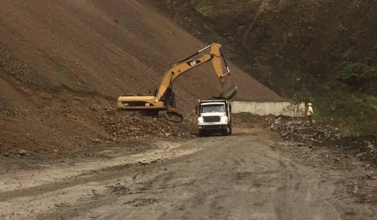 Derrumbe: Este jueves se restablecería paso por zona de derrumbe en vía a Buenaventura