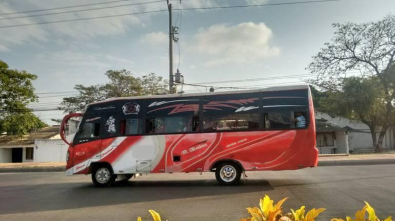 Con machete, atracan a pasajeros de buseta en mercado de Cartagena: Con machete, atracan a pasajeros de buseta en mercado de Cartagena