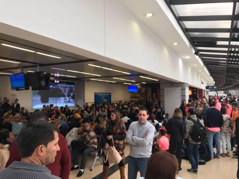 Seis vuelos cancelados y 40 retrasados dejó cierre del aeropuerto de Rionegro