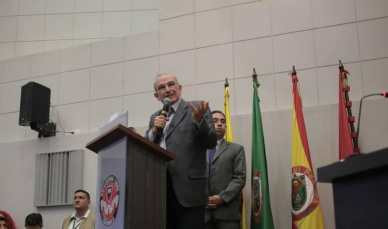 Humberto de la Calle lanza pulla contra Vargas Lleras