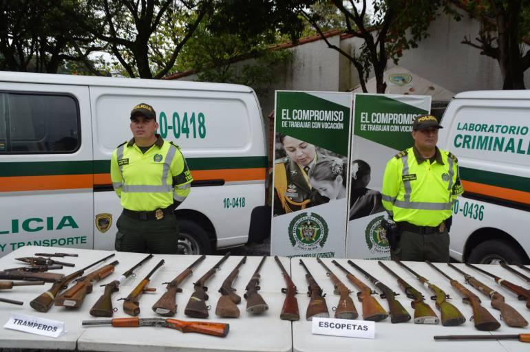 la policía cambió tramperos por mercados: Policía cambió armas de fuego por mercados en Santander