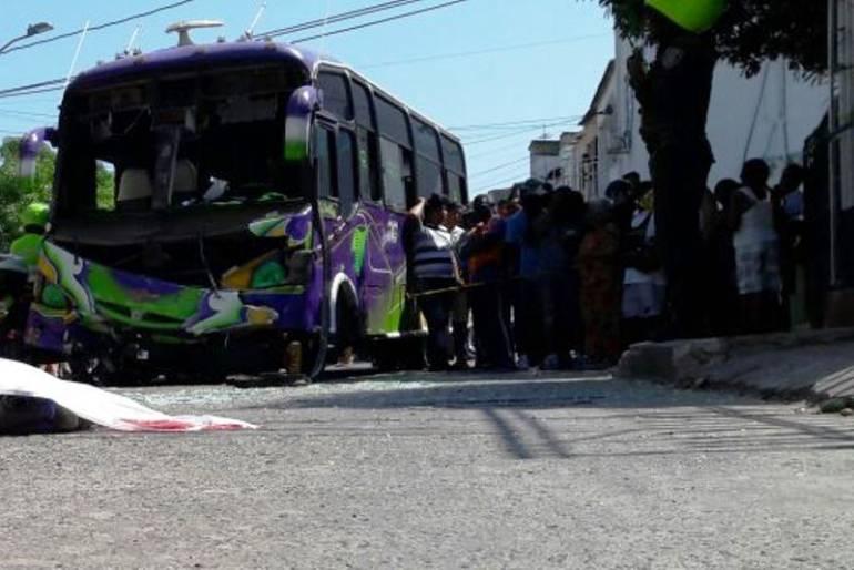 Murió mototaxista en Cartagena al parecer por imprudencia: Murió mototaxista en Cartagena al parecer por imprudencia