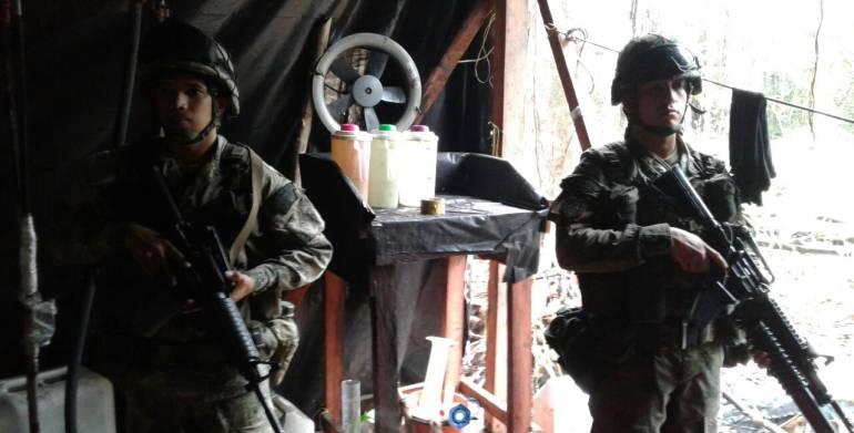Localizan cerca de Panamá tres depósitos de cocaína del ELN