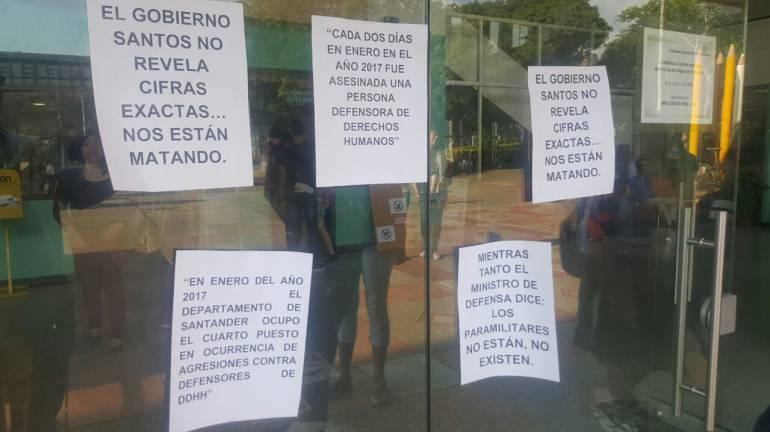 UIS, SANTANDER, DERECHOS HUMANOS, POLICIA: Detonan 'papas bomba' en la UIS en rechazo al asesinato de líderes sociales