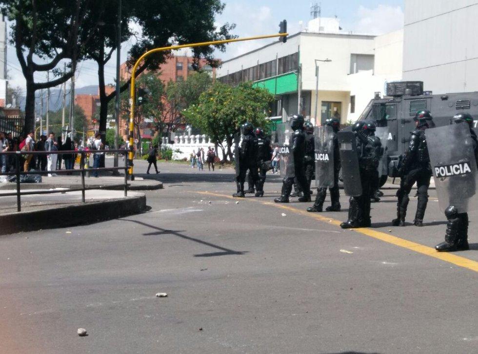 En el lugar ya se encuentra el Escuadrón Móvil Antidisturbios, ESMAD para evitar los bloqueos.