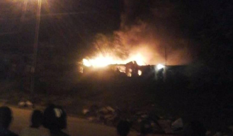 Incendio Calimio: Cuatro viviendas destruidas deja incendio en el oriente de Cali
