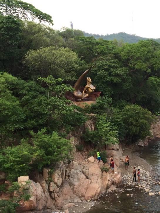 La mítica sirena vallenata en el balneario Hurtado.