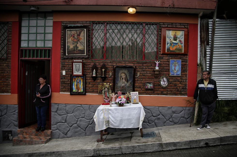 Multitudinaria presencia hubo en el viacrucis que se llevo a cabo en el barrio Egipto, centro de Bogotá, para conmemorar los pasos de Jesús antes de su crucifixión.