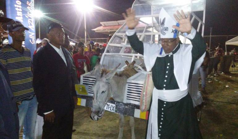 Burromovil del papa Francisco ganó Festival del Burro: El Burromovil del papa Francisco ganó Festival del Burro
