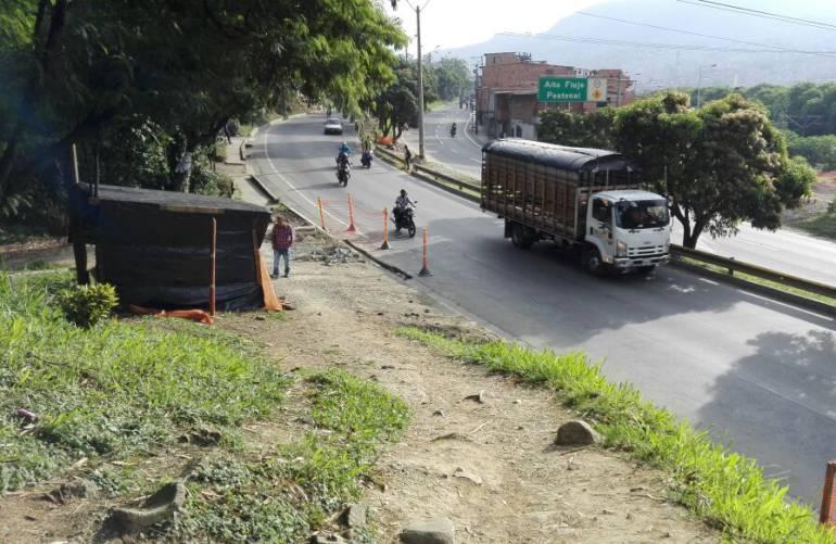 TRICENTENARIO MEDELLIN PUENTE PEATONALES: Barrio tricentenario en Medellín pide más puentes peatonales