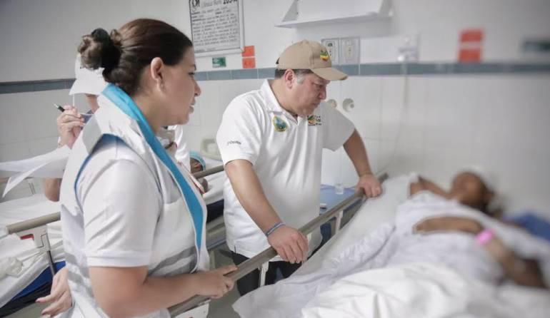 Alcalde de Cartagena visita a personas damnificadas por desplome de construcción: Alcalde Manolo Duque visitó heridos que fueron rescatados con vida de edificio que se desplomó