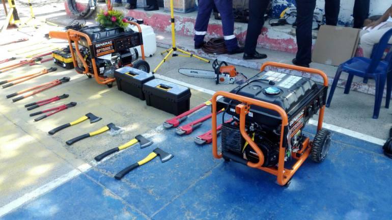 Alcaldía de Cartagena felicitó y entregó dotación a cuerpo de Bomberos