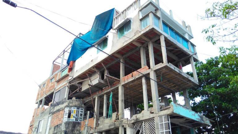 Suspenden primera construcción ilegal luego de la tragedia en Cartagena