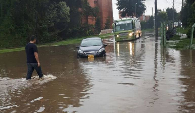 Inundaciones en Bogotá: Reportan inundaciones en Bogotá por fuertes lluvias