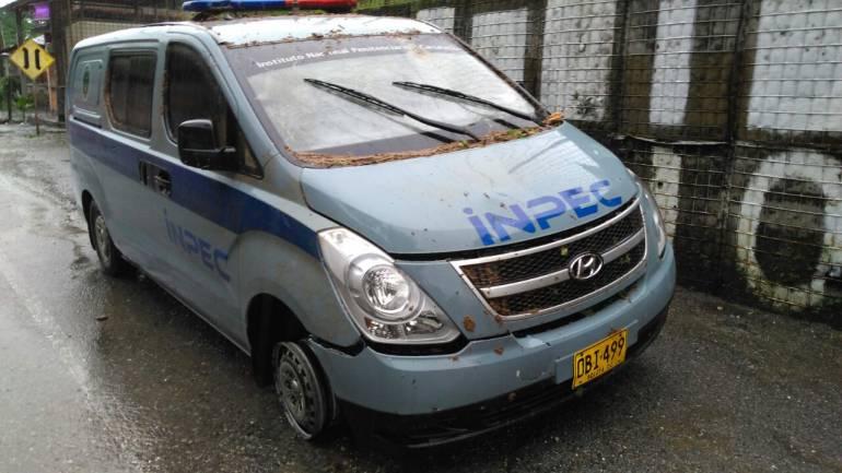 Carro que trasladaba a integrante del Inpec herido fue atacado en Tarazá