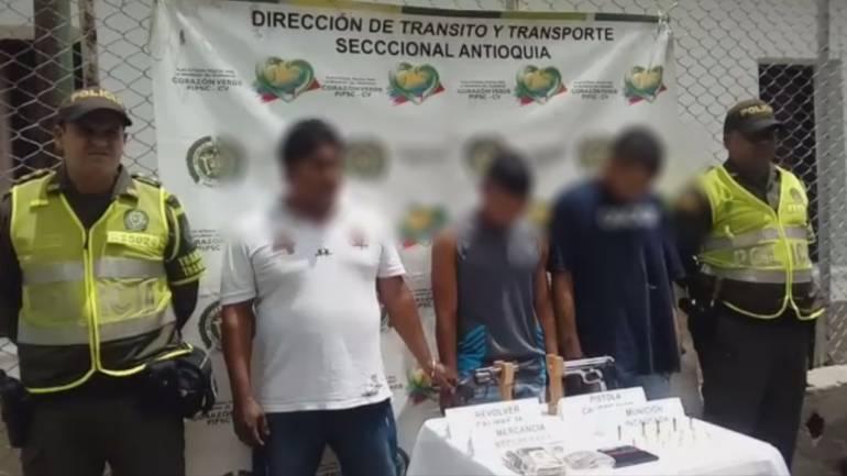 ladrones puerto Boyacá: Tres ladrones capturados por asaltar con armas de fuego en Puerto Boyacá