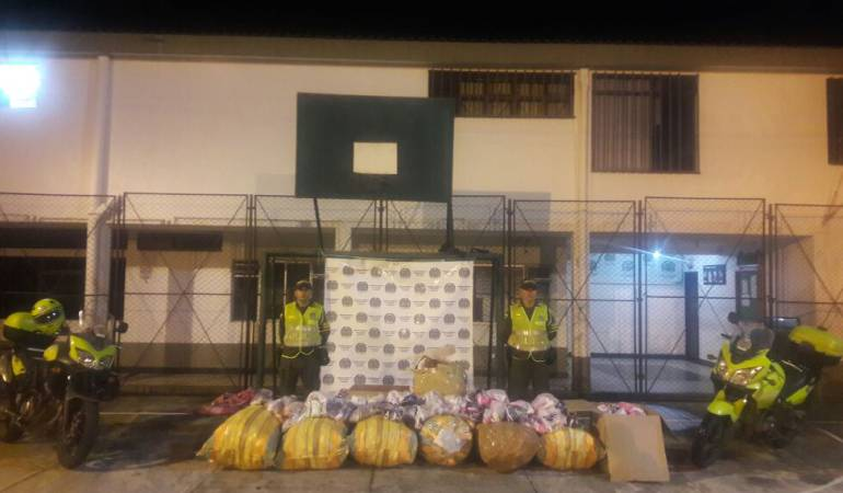 Manizales; policía; contrabando; Caldas: 530 pares de tenis fueron incautados en vías de Caldas