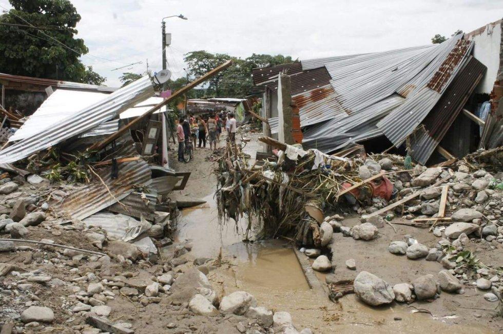 Siete viviendas destruidas totalmente, 20 viviendas  destruidas en un 50 por ciento y otras 250 casas afectadas por lodo y material de arrastre que produjo la pérdida de enseres.