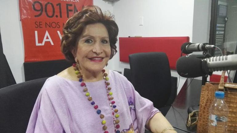 Amalín De Hazbún 'La aguja de oro' colombiana, durante el programa el 'Personaje de la Semana' en Caracol Radio Barranquilla.
