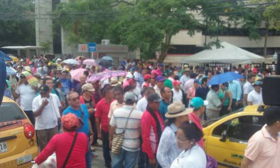 Caracol Radio / Docentes frente a la gobernación de Sucre.