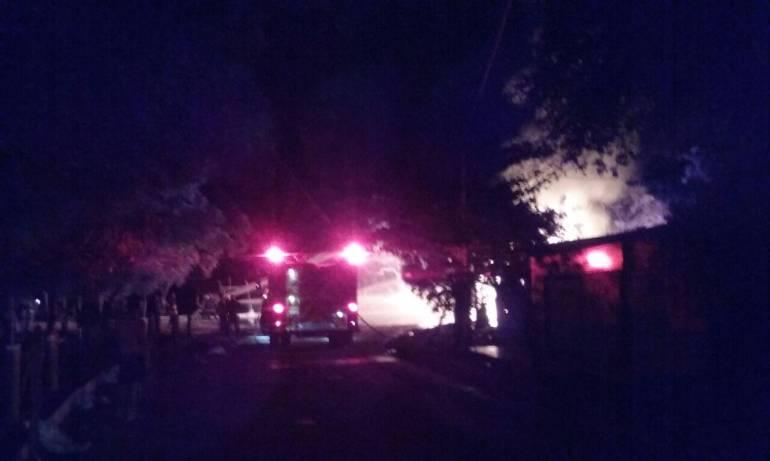 Se incendia camión que transportaba gasolina