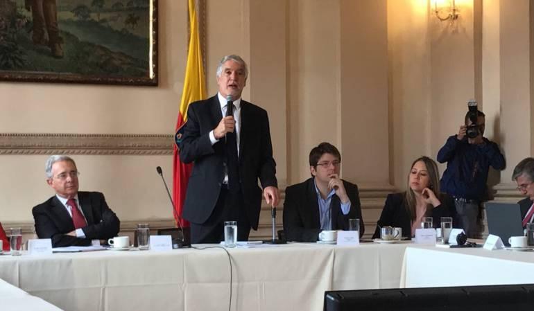 Uribe: Uribe le pide a Peñalosa reconsiderar valorización y que salga más a las calles