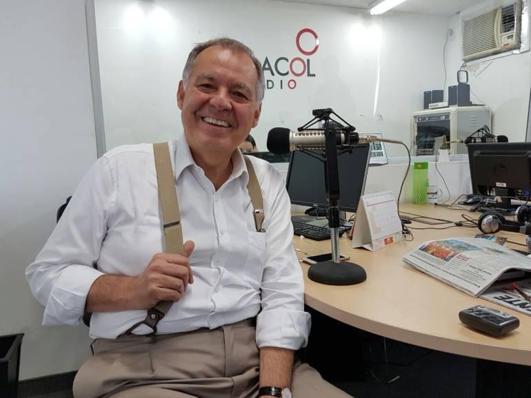 """ALEJANDRO ORDÓÑEZ PROCURADURÍA BUCARAMANGA CONDECORACIÓN: Exprocurador llama """"mamertos"""" a quienes critican su condecoración"""