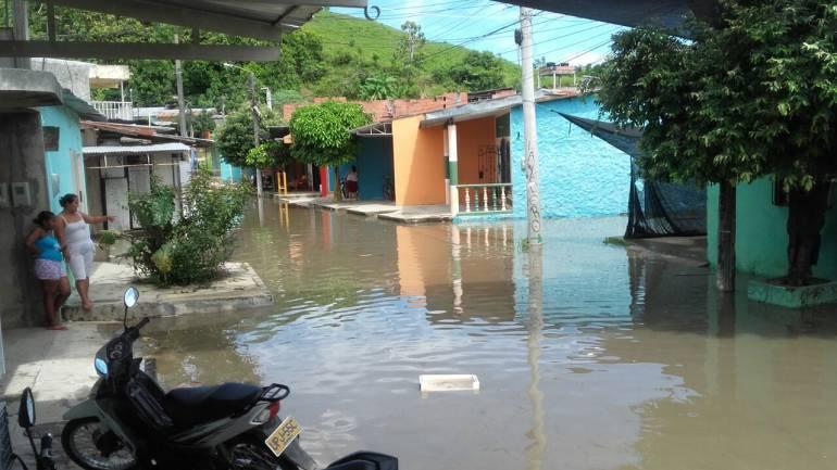 Creciente súbita del Río Magdalena supera muro de contención en Puerto Boyacá: Creciente súbita del Río Magdalena supera muro de contención en Puerto Boyacá