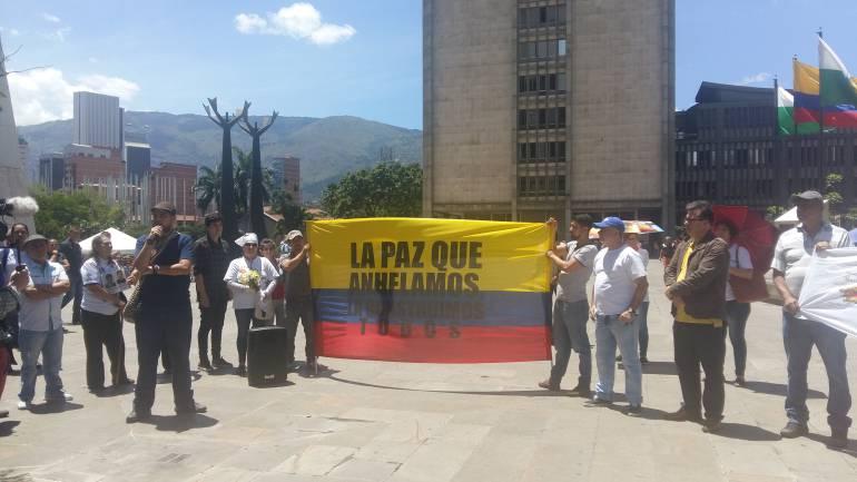 plantón, Corte constitucional, proceso de paz: Plantón contra decisión de la Corte Constitucional en Medellín