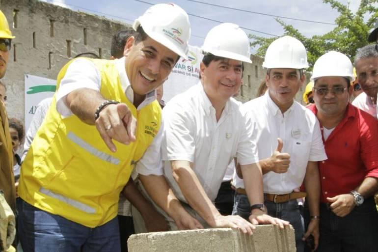 Ministro Cristo y Gobernador colocan la primera piedra de estación de policía de Turbaco: Ministro Cristo y Gobernador colocan la primera piedra de estación de policía de Turbaco
